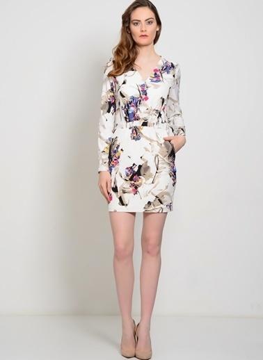YAS V Yaka Çiçekli Kısa Elbise Beyaz